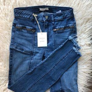 Weslin + Grant Zipper Detail Jeans
